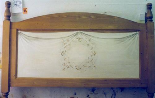 portfolio 28/37  - Cabeceira cama, interior pintado com bordado inglês