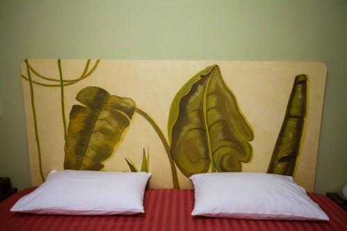 portfolio 9/37  - Cabeceira cama, motivo folhas exóticas (pormenor)