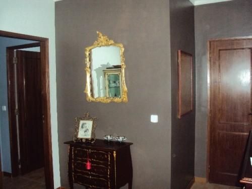 portfolio 1/37  - Hall entrada, 1 parede tom castanho, restauro de espelho em folha de ouro, restauro móvel antigo