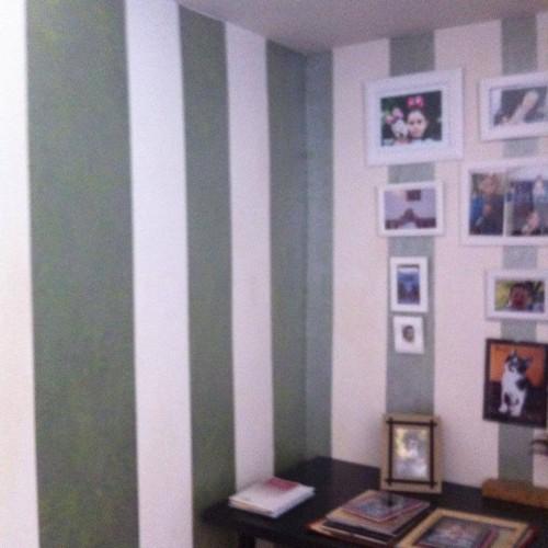 portfolio 36/37  - Parede riscas verticais (verde/patine prata)