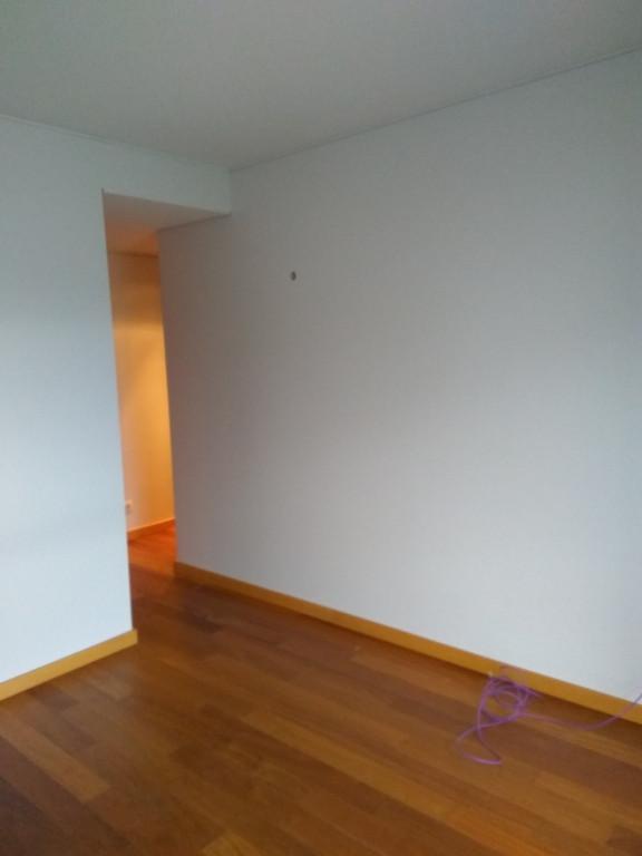 portfolio 92/119  - Pintura de quartos, Halls e sala, tetos de cor cinza neblina (Aquacin plus) e paredes com tinta lavável cor cinza neblina (Cinacryl)