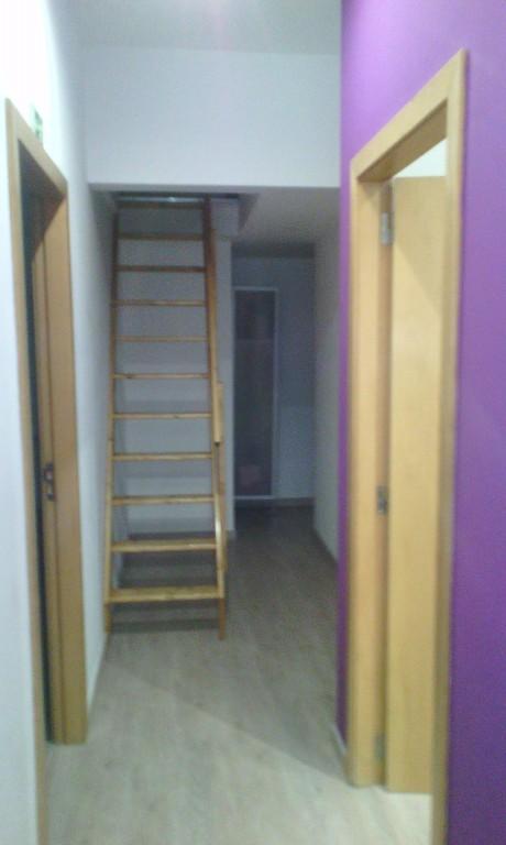 portfolio 34/43  - gabinete de contablidade com escada para piso superior