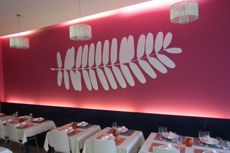"""portfolio 10/27  - recorte vinil 3,5mt comprimento interior restaurante 2 - design, produção e aplicação DOIS"""""""