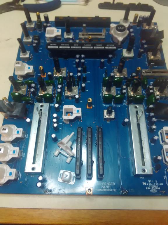 portfolio 7/54  - Reparação Behringer Nox 202