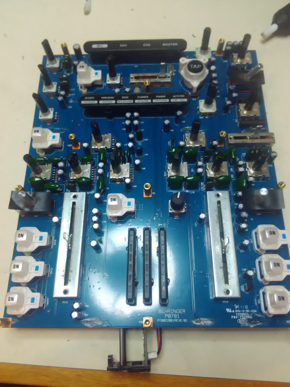 portfolio 3/54  - Reparação Behringer Nox 202
