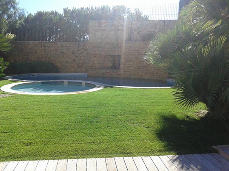 portfolio 8/13  - Jardim com piscina