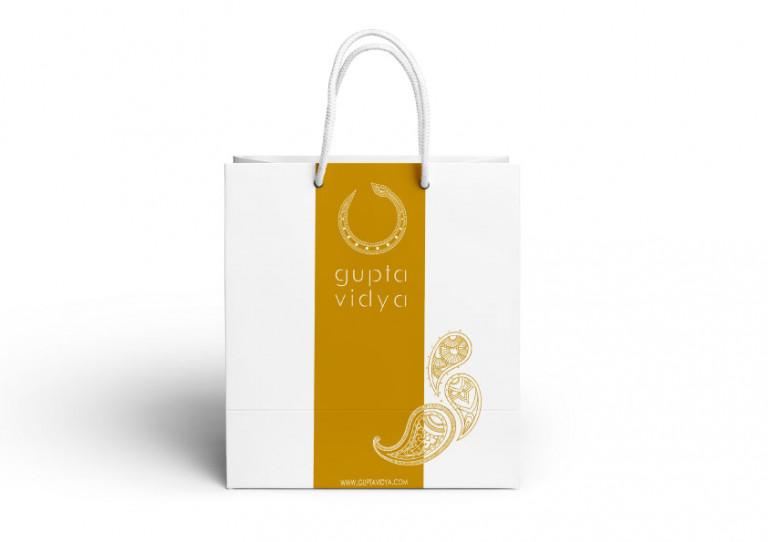 portfolio 4/10  - Merchandising // Retiro Espiritual