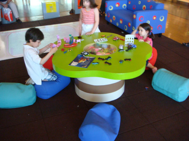 portfolio 35/41  - Construção de mesa infantil para centro comercial