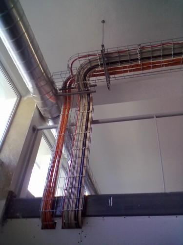 portfolio 7/7  - Instalação de esteira metalica, passagem de cabelagem e respectivas ligações, reparação, remodelação e manutenção das mesmas.