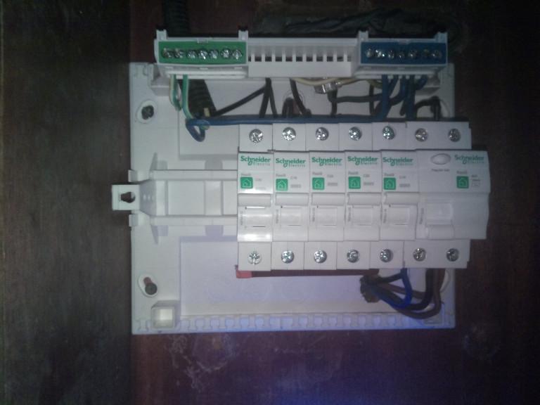 portfolio 5/14  - Instalação de quadro eletrico novo