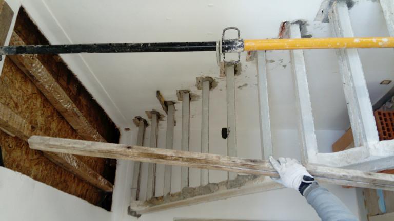 portfolio 5/38  - Execucao de escada para acesso ao sotao.