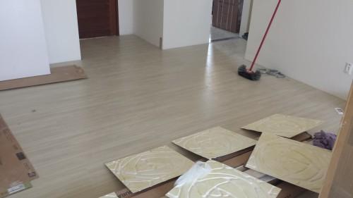portfolio 3/4  - Instalação de pavimento flutuante pronto a aplicar rodapé