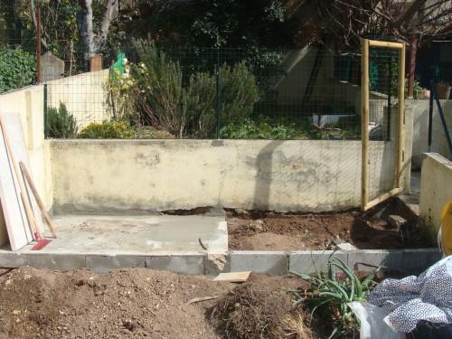 portfolio 17/31  - construção de muro de base em cimento para casa de madeira