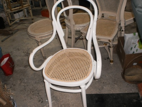 portfolio 71/80  - cadeira de braço empalhada em nossa oficina.