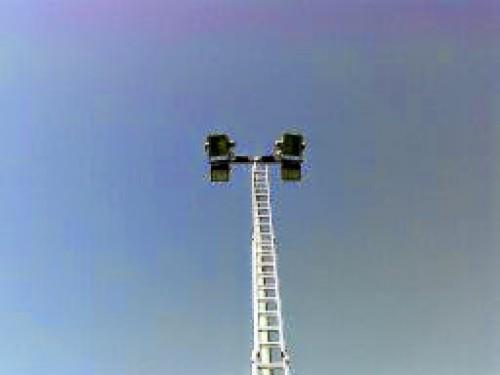 portfolio 15/55  - torre de iluminação em fase de substituição de lampadas