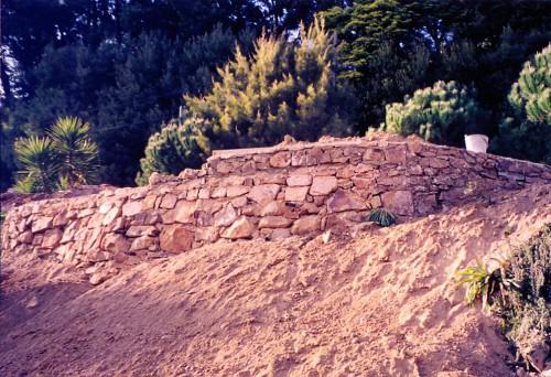 portfolio 48/51  - Reconstrução  de  muro  em  pedra