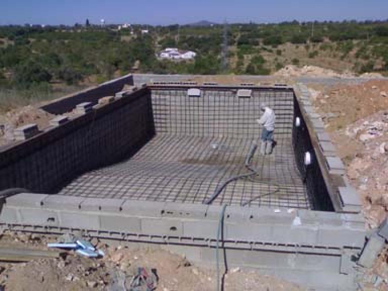 portfolio 18/65  - Construção de Piscina