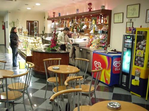 portfolio 16/33  - Projeto e Coordenação de obra: Instalação de uma Pastelaria/Café