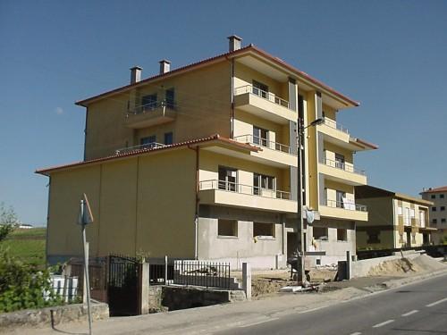 portfolio 3/33  - Projeto e Direção de Obra: Construção de Edifícios de Habitação e Comércio  - Alijó