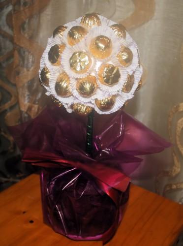 portfolio 2/8  - Árvore de bombons com base em torrão de arroz tufado (centro de mesa)