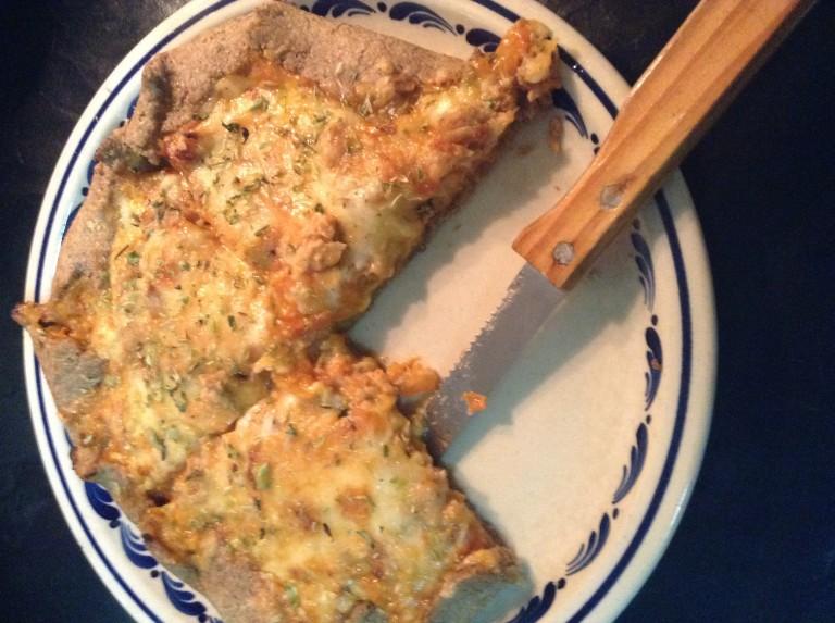 portfolio 10/65  - Pizza integral de cenoura e alho francês com queijo