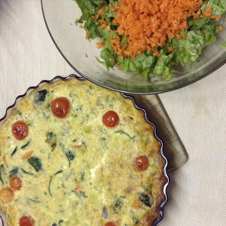 portfolio 5/65  - Quiche integral de legumes com salada de cenoura e alface