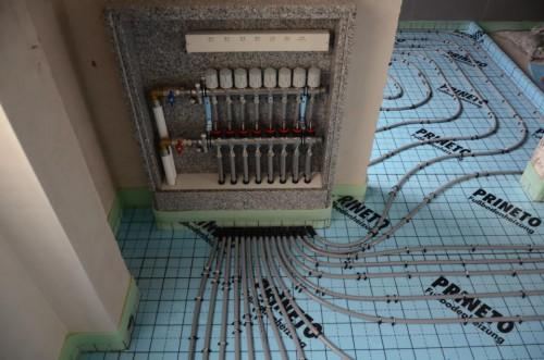portfolio 100/163  - Piso radiante hidráulico- Caixa de colectores personalizada