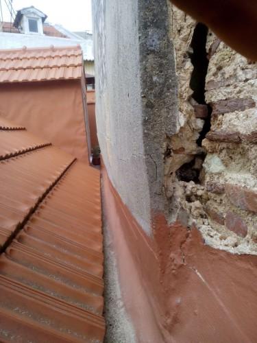 portfolio 39/51  - Fissuras em parede de empena, estrutura danificada e em risco de cair
