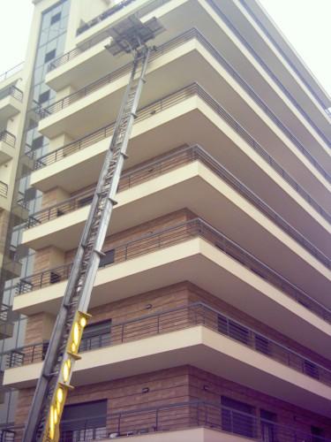 portfolio 11/12  - Mudança com elevador exterior.