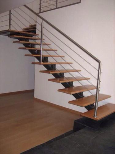 portfolio 3/23  - Escadas metálicas com corrimão de aço inoxidável