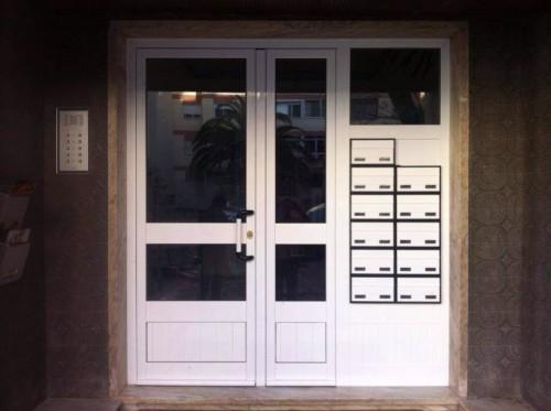 portfolio 22/23  - Porta de Entrada de Edificio com caixas de correio