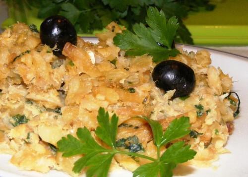 portfolio 4/5  - Bacalhau à Brás. Com batata descascada, cortada e frita na nossa cozinha e verdadeiro bacalhau!