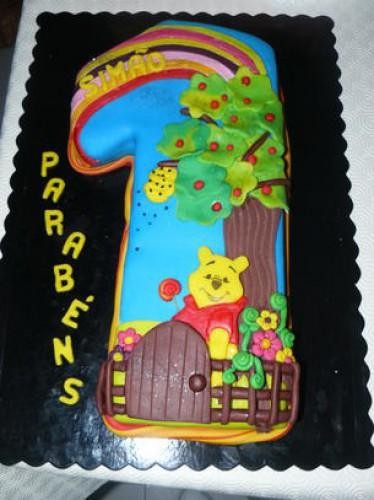 portfolio 152/161  - Bolo cake design (bolo de chocolate com creme de pasteleiro e morangos)