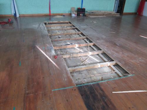portfolio 4/12  - Varias etapas da reparação de um salão de dança