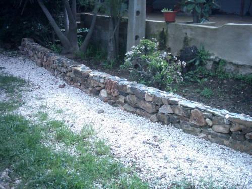 portfolio 4/6  - muro de pedra em jardim