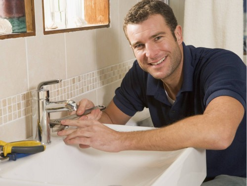 portfolio 4/8  - Reparação e substituição de torneiras/autoclismos, colocação de torneiras de segurança com filtros Instalações de sistema de osmose inversa Substituição das loiças de WC e cozinha Instalação de esquentadores.