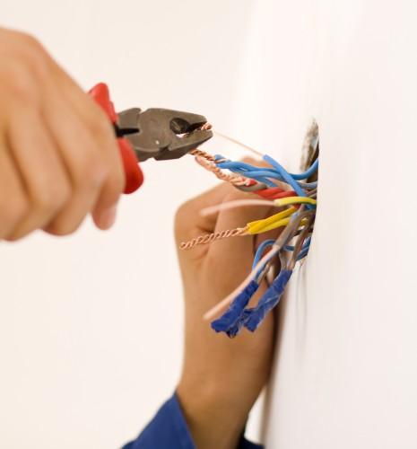 portfolio 2/8  - Colocação e reparação de candeeiros, tomadas, interruptores, instalação de extensões de electridade, televisão e áudio, reparação de electrodomésticos.