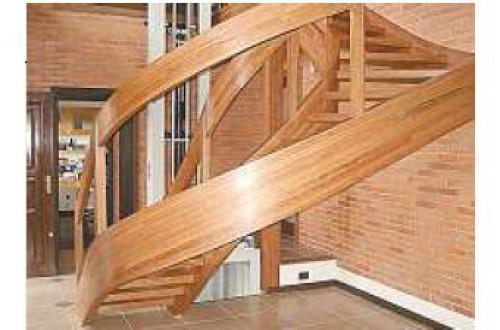 portfolio 1/10  - Peça curva inteira em madeira maciça utilizada em escada. Ask entire curve in solid wood used on stairs. www.arus.pt