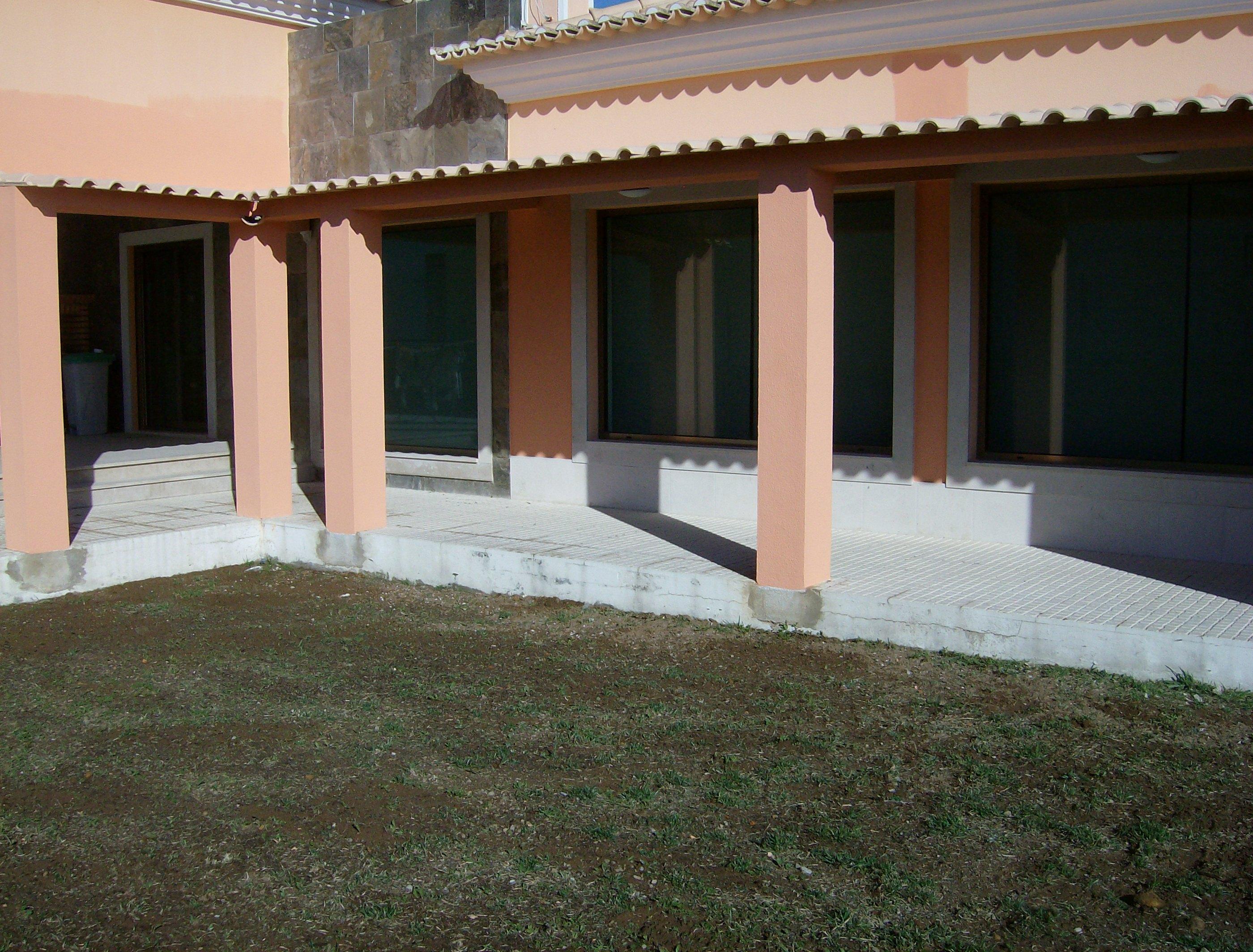 portfolio 35/44  - Construção de garagem e telheiro,em Cajados