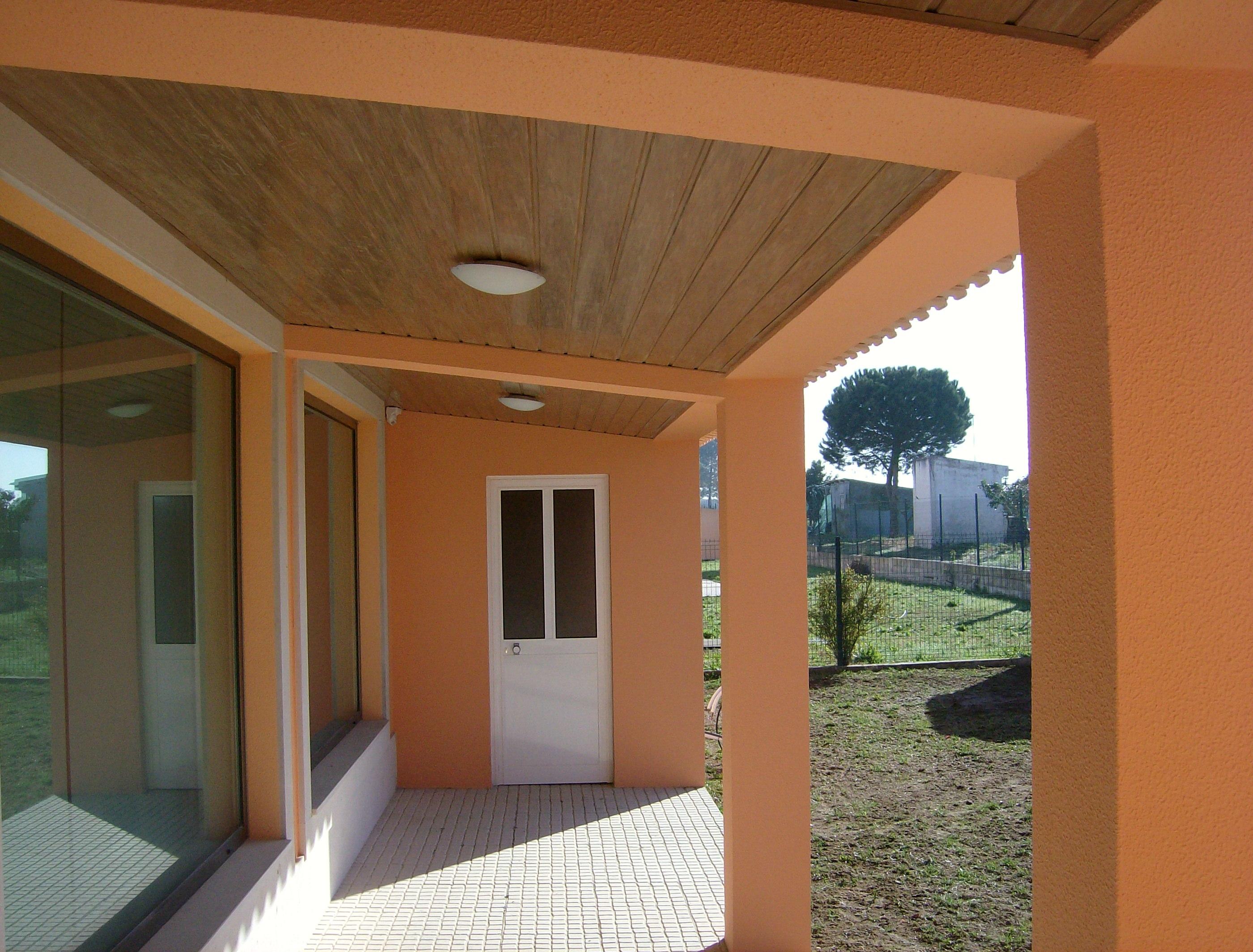 portfolio 34/44  - Construção de garagem e telheiro,em Cajados