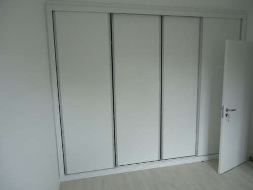 portfolio 13/13  - Remodelação apartamento-Carpintarias (Roupeiros e portas lacadas a branco) e instalação flutuante