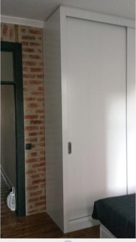 portfolio 7/13  - Carpinatarias (portas, roupeiros, portadas lacagem mate) , afagamento/envernizamento pavimento