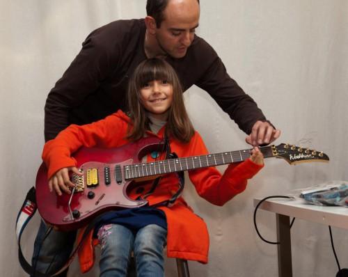 portfolio 1/4  - aulas de guitarra, piano, bateria, voz e baixo