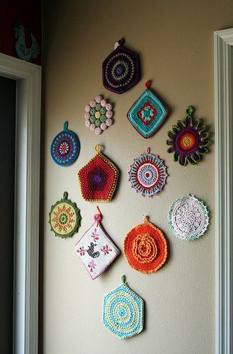 portfolio 3/7  - Parede decorada com pegas de croché