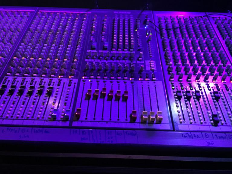 portfolio 6/6  - Mesa analógica para som ao vivo